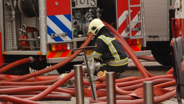 Brand in zaagmeelopslag op industrieterrein Moerdijk