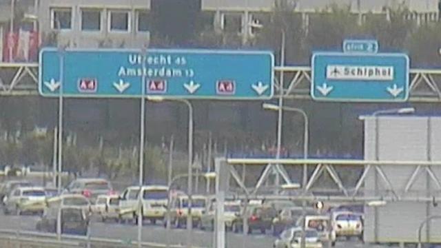 Drukte op de weg vanwege controles Schiphol