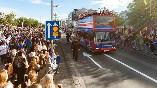 Fotoserie: Selectie IJsland krijgt heldenontvangst in Reykjavik