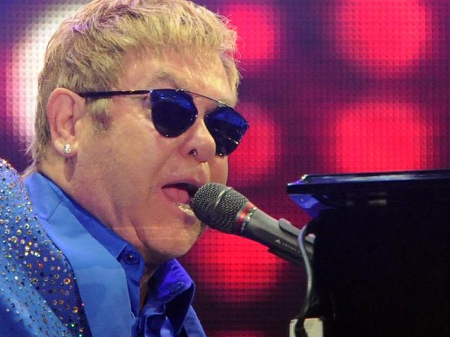 Elton John en zijn moeder leggen ruzie bij