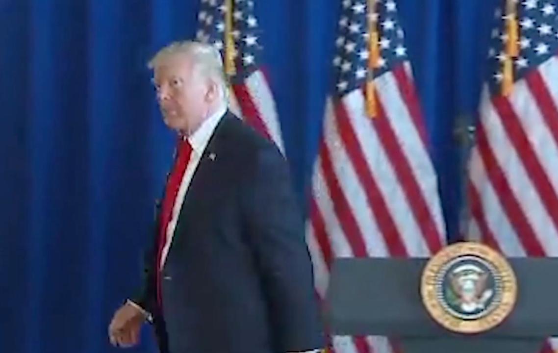 Trump negeert vragen over blanke nationalisten na incident Charlottesville