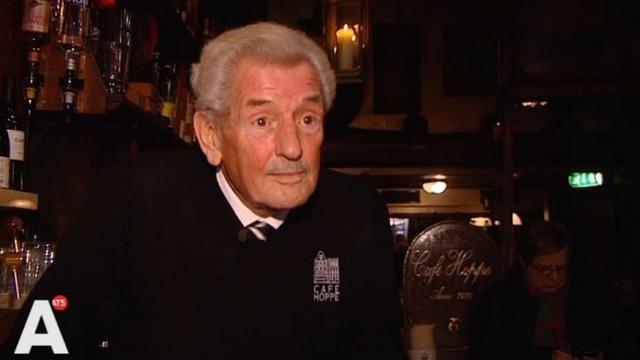 'Oudste barman van Amsterdam' wil nog jaren door