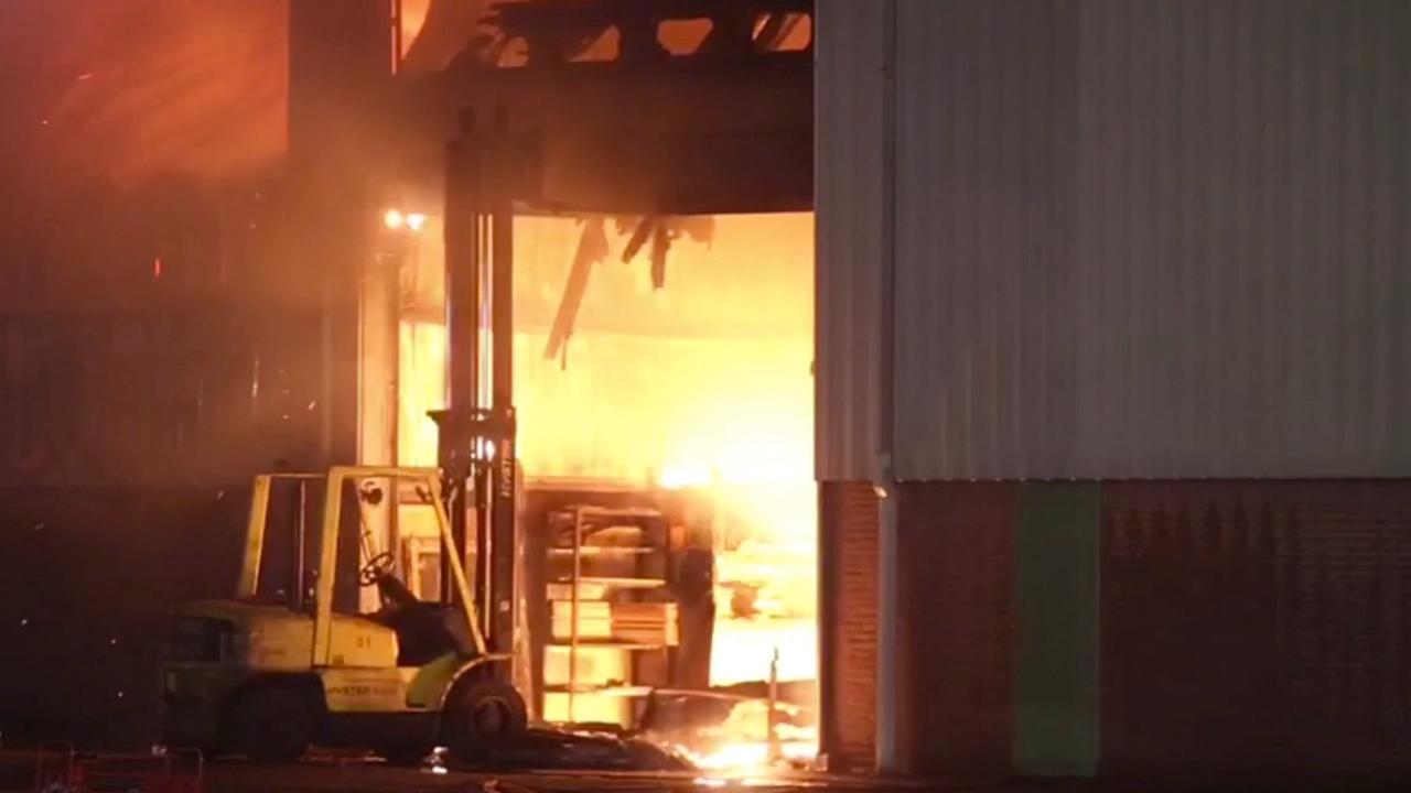 Grote brand op scheepswerf in Gelderse Aalst