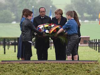 Merkel en Hollande staan stil bij belang van Frans-Duitse vriendschap
