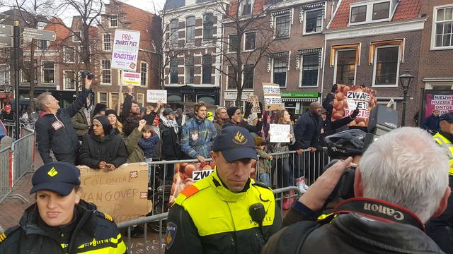 Antipietenprotest in Leiden kalmpjes verlopen