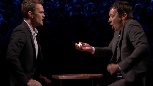 Neil Patrick Harris en Jimmy Fallon spelen Russisch roulette met eieren