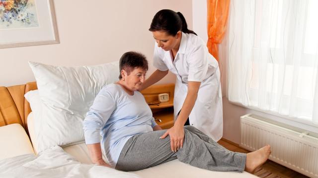 Werknemer in de zorgsector ervaart hoogste werkdruk