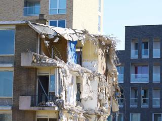 De afgelopen weken werd in de woningen asbest gesaneerd