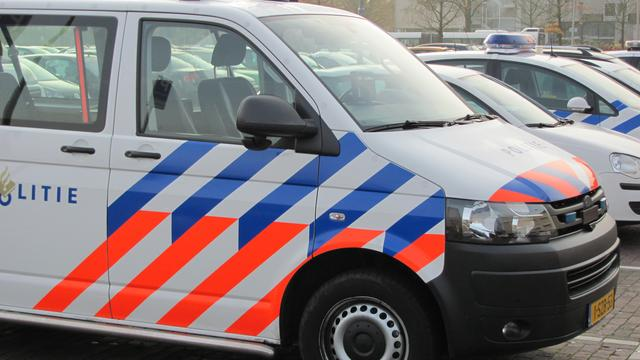 Brandweer vindt lijk in uitgebrande auto op de Maasvlakte in Rotterdam