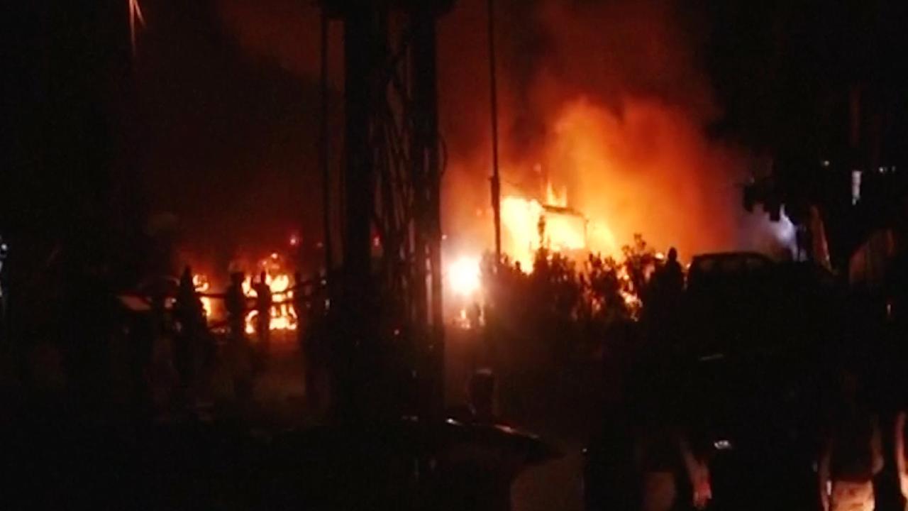 Vuur grijpt om zich heen na dodelijke aanslag Pakistan