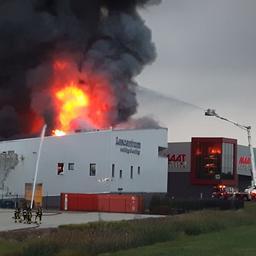 Grote brand verwoest pand lasbedrijf in Alblasserdam
