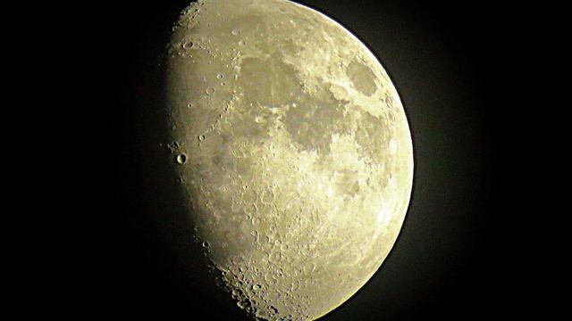 'Nieuw soort gesteente ontdekt op maan'