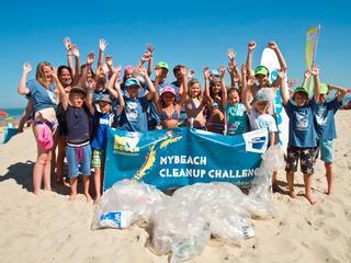 Vrijwilligers ruimen afval op langs Vlissingse en Veerse kust