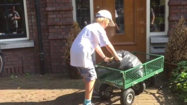 11-jarige Tycho heeft bedrijfje als vuilnisophaler