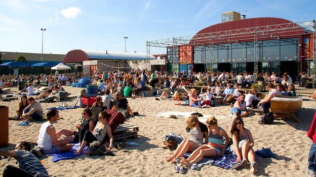 Ondernemers over hun stadsstrand: 'Dit is het eiland-in-de-stad-gevoel'