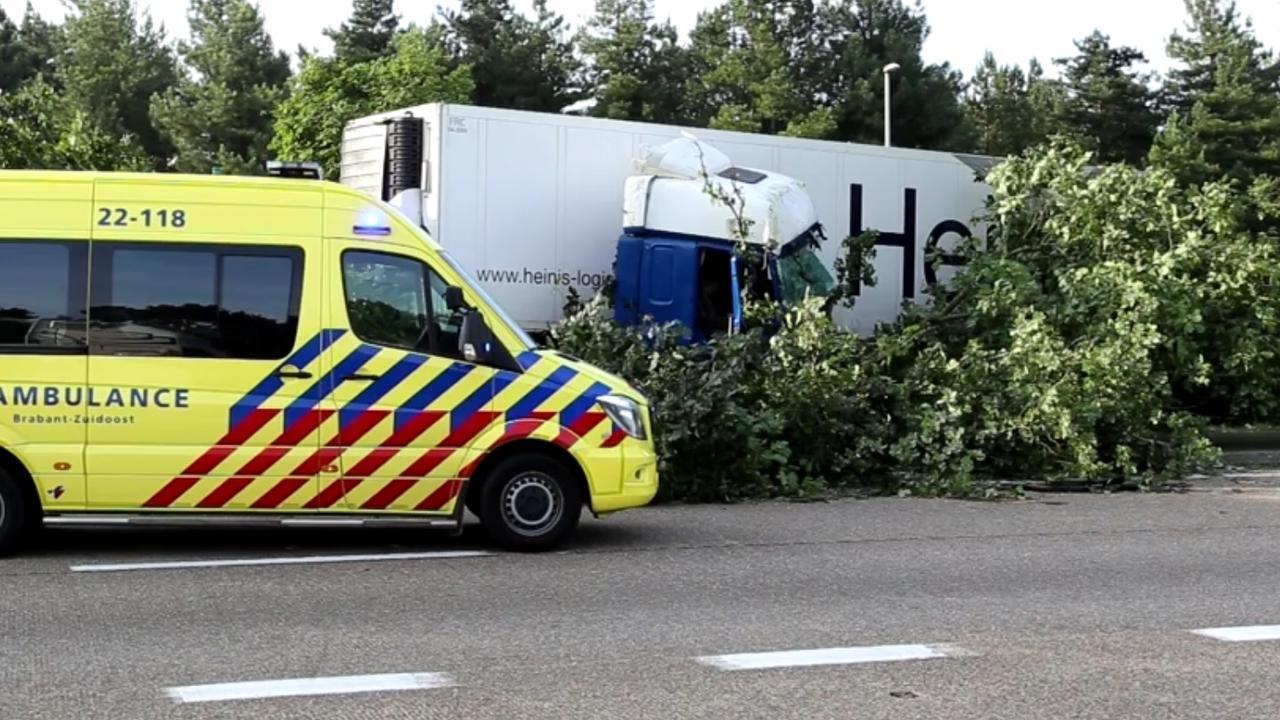 A67 deels afgesloten vanwege ongeluk met truck