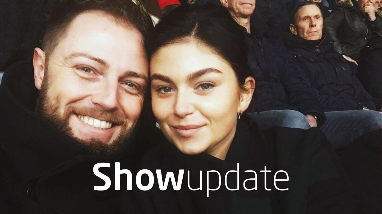 Show Update: Roxeanne Hazes en verloofde nemen 'liefdestattoo'