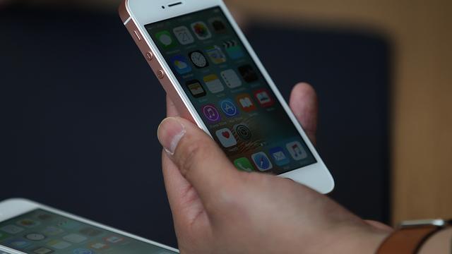 'Apple brengt volgend jaar een iPhone met glazen achterkant uit'