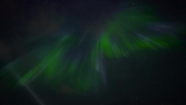Amateur-astronoom filmt noorderlicht boven Reykjavik