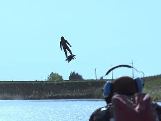 Guinness-record voor verste hoverboard-vlucht