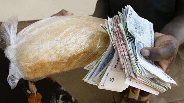 Zimbabwe ruilt hyperinflatie in voor deflatie