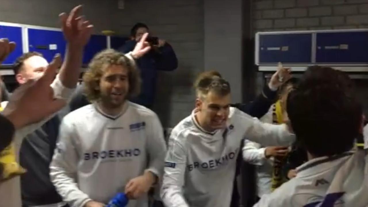 Feest in kleedkamer VVSB na behalen halve finale KNVB-beker