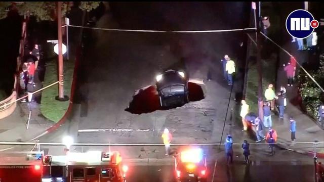 Auto in Californië opgeslokt door sinkhole