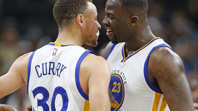Warriors verslaan Spurs en evenaren record Bulls