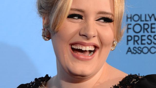 Aanstekelijk en verslavend: de lach van Adele