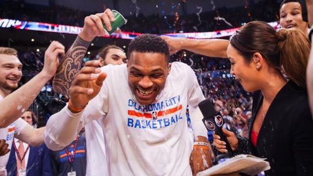 Westbrook evenaart met 41e 'triple double' NBA-record Robertson uit 1962