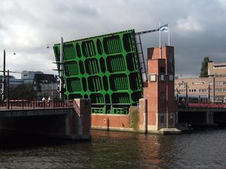 De brug wordt vernieuwd