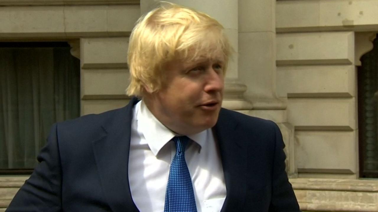 Boris Johnson geeft eerste persconferentie als minister