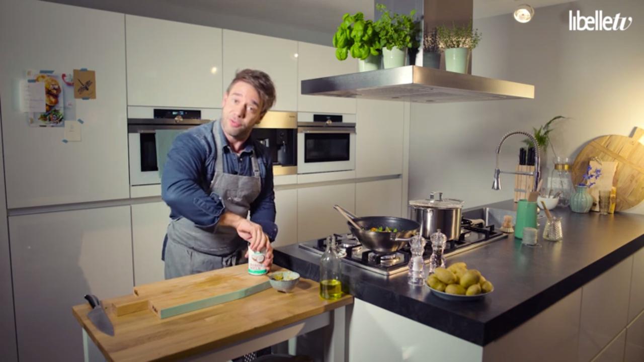 Zo maak je viscurry met sugarsnaps en aardappelen