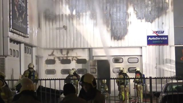 Grote brand bij garagebedrijf in Baarn