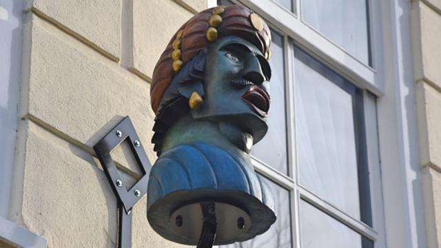 Gaper siert gevel van De Hazelaar in de Julianastraat
