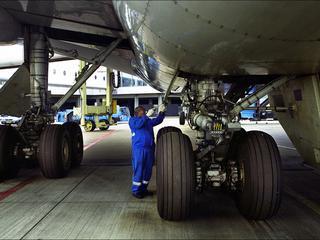 FNV wil luchtvaartmaatschappij laten weten 'dat het menens is'