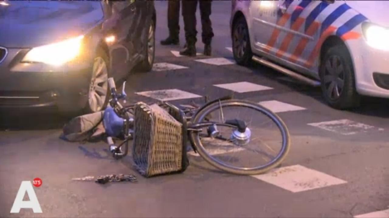 Fietser gewond bij aanrijding met taxi in Noord