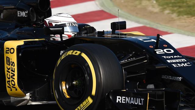 'Definitieve auto Renault mat goudgeel met mat zwart'