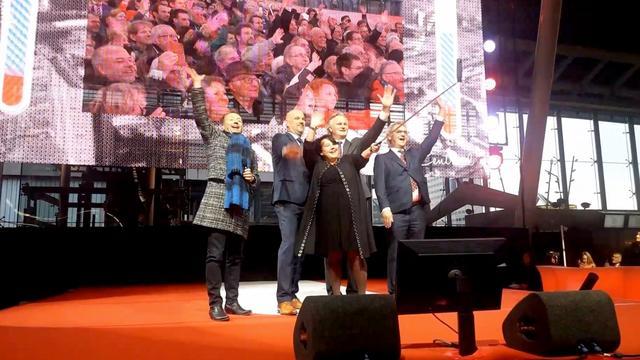 Staatssecretaris Dijksma opent nieuw station Utrecht CS met selfie