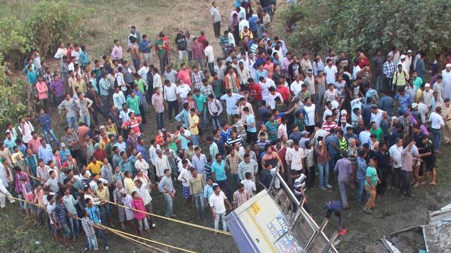 Tientallen doden door ongeluk met bus in India
