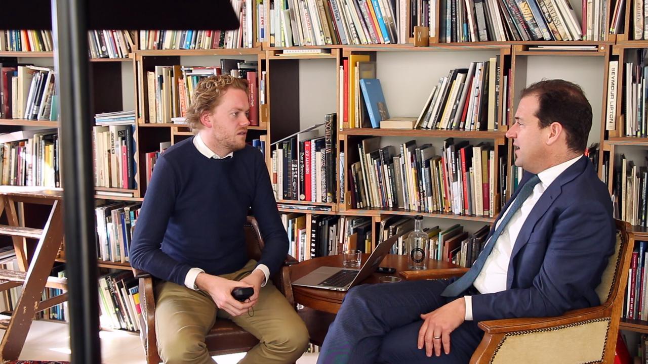NU.nl vraagt Asscher naar campagnetrucjes