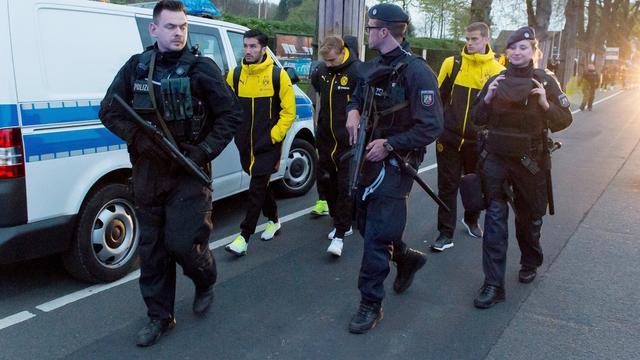 Gebroken pols Bartra, selectie Dortmund geschokt na explosies