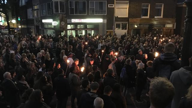 Honderden lopen mee in stille tocht Zaandam om doodgestoken tiener