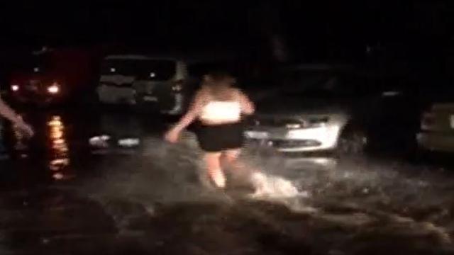 Amateurbeelden van overstromingen Bodrum door aardbeving