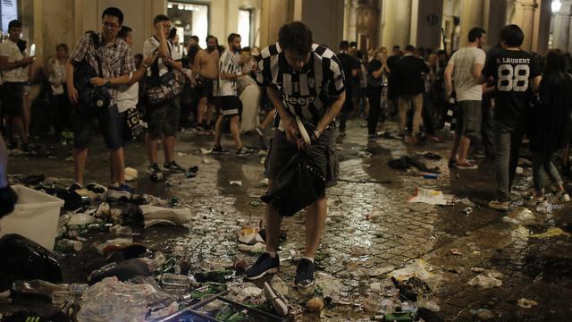 'Duizend gewonden na paniek onder voetbalfans in Turijn'