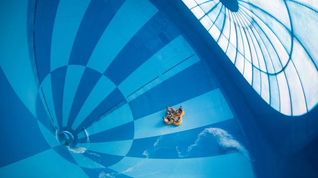 Grootste overdekte waterglijbaan ter wereld geopend in Nooitgedacht