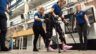 Exoskelet van TU Delft laat patiënten met een dwarslaesie weer lopen