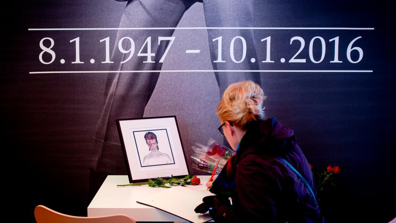 Naam Bowie toegevoegd aan kunstwerk TivoliVredenburg