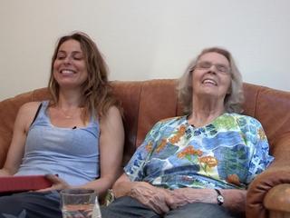 Schrijfster maakt documentaire over dementerende moeder