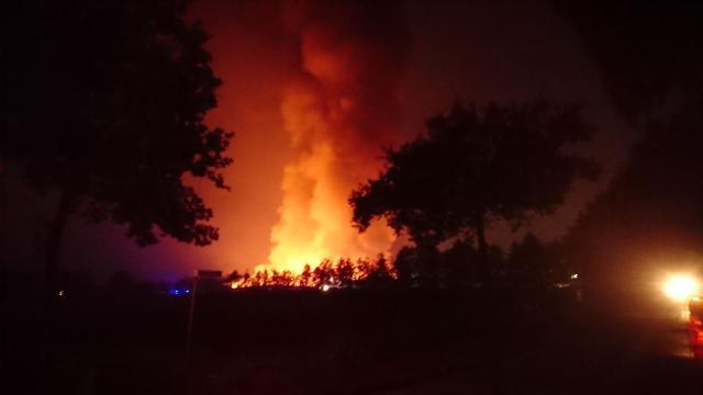 Mogelijk duizenden varkens dood na brand boerderij Heeswijk-Dinther